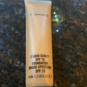 MAC Cosmetics Makeup - Mac Foundation